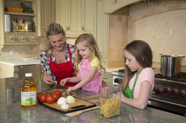 4 Ways to Get Your Kids in the Kitchen for Quality Family Time